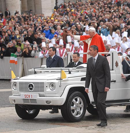 papamobile, G 500 new ride for the pope